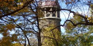 百合が原公園のサイロ